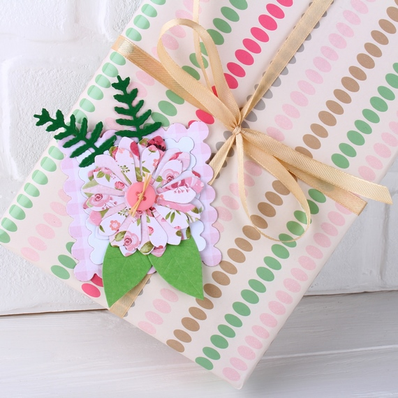Подарочная упаковка, цветы, атласная лента